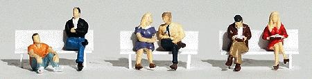 座っている人 :ウッドランド 塗装済完成品 HO(1/87) 1829