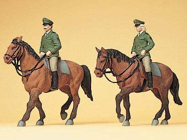 騎乗したドイツの騎馬警官 :プライザー 塗装済完成品 HO(1/87) 10390