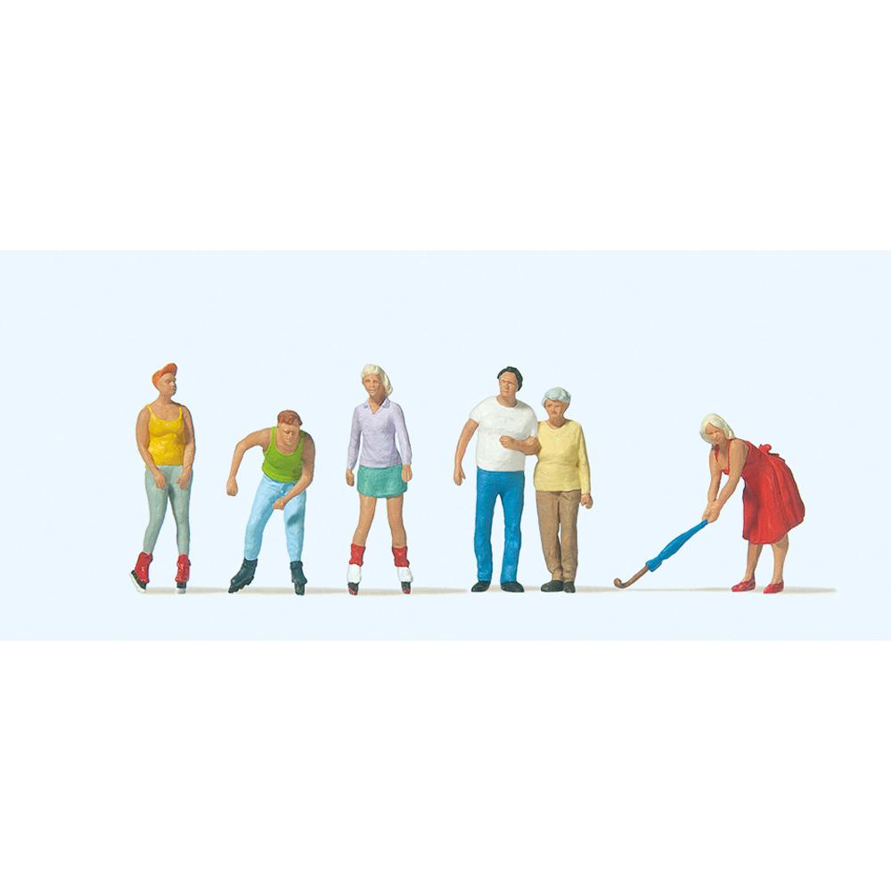 スケーターと通行人 :プライザー 塗装済完成品 HO(1/87) 10740