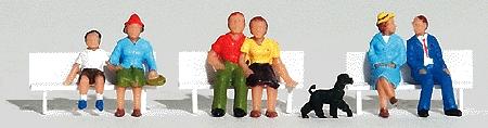 座っている人 :ウッドランド 塗装済完成品 HO(1/87) 1834