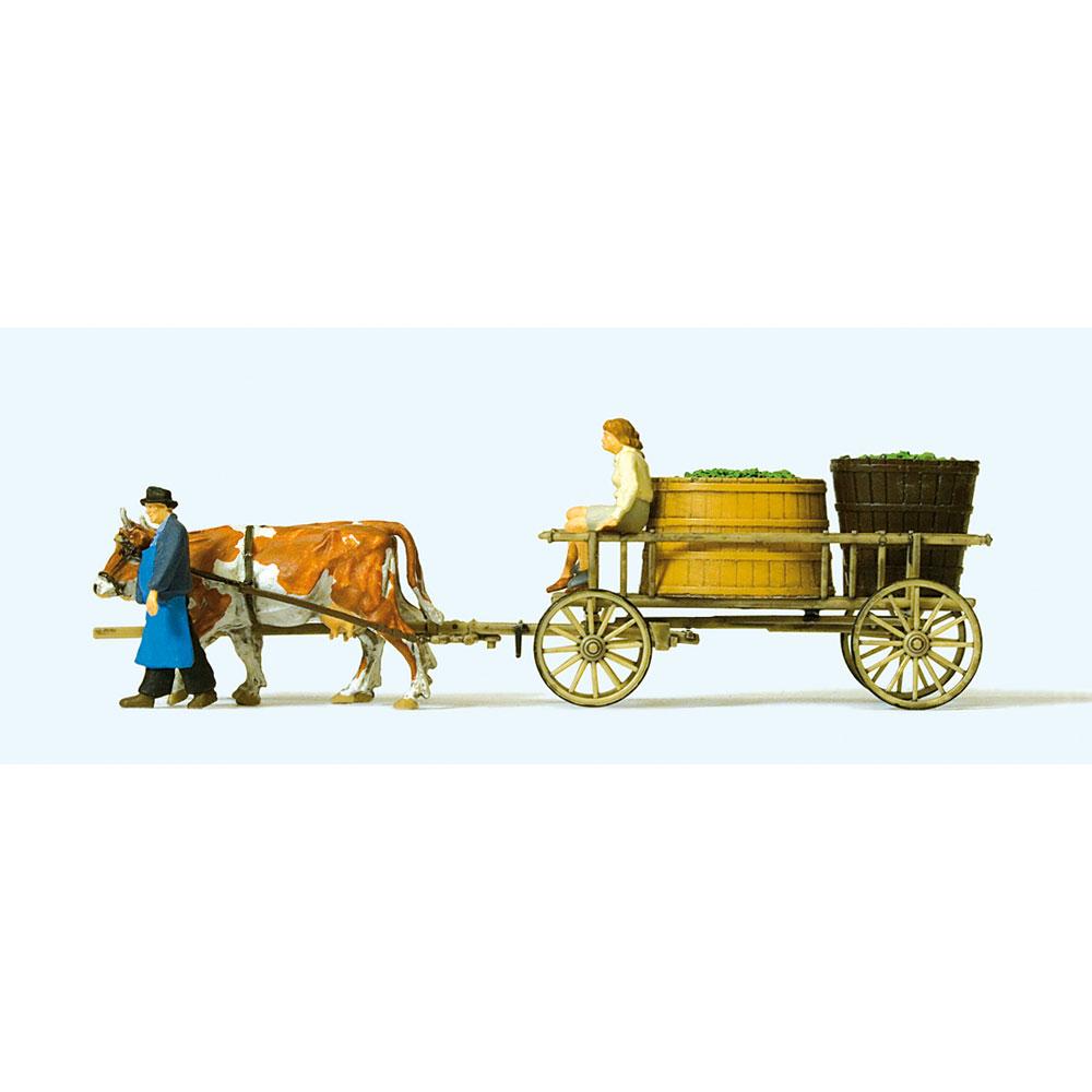 ぶどうを積んだ荷車を牽く牛 :プライザー 塗装済完成品 HO(1/87) 30397