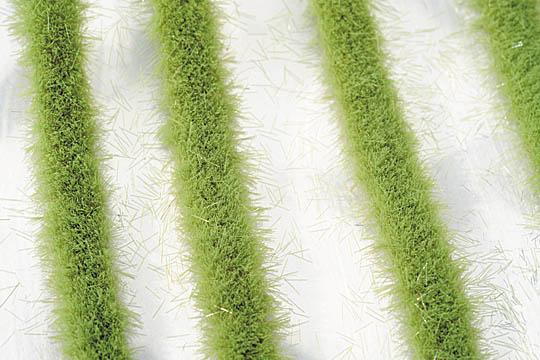 道沿いの芝草-萌える春 :ミニネイチャー 素材 ノンスケール 718-21