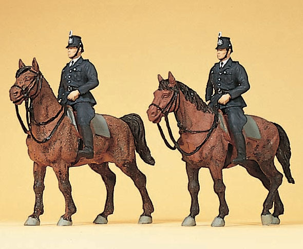 騎乗した1960年ごろのドイツ警察官 騎馬警官 :プライザー 塗装済完成品 HO(1/87) 10399