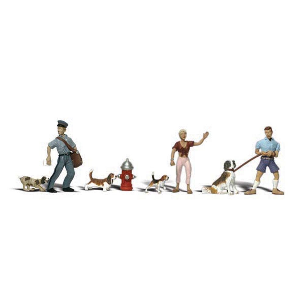 ペットと飼い主(犬、郵便配達員) :ウッドランド 塗装済完成品 O(1/48) A2768