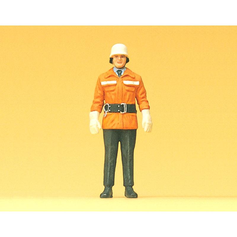 1985年頃のドイツの消防士 :プライザー 塗装済完成品 1/24 57550
