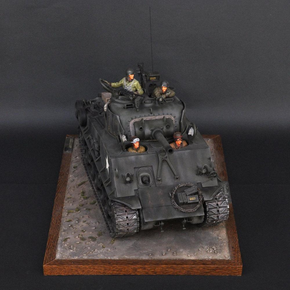 M4 (105)HVSS (シャーマン戦車) :淺木紳士郎 塗装済完成品 1/16