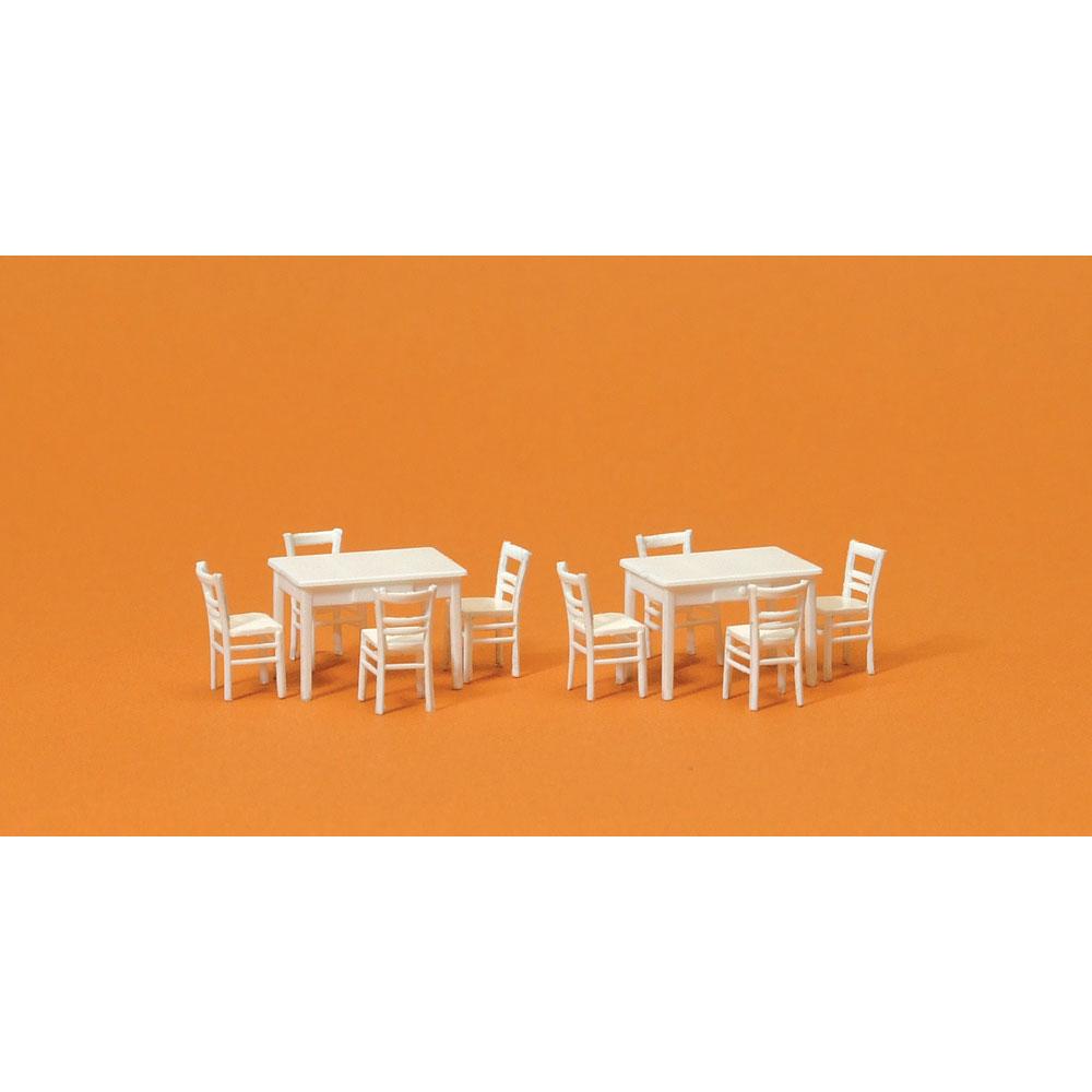 テーブル2台、椅子8脚(白色) :プライザー キット HO(1/87) 17217