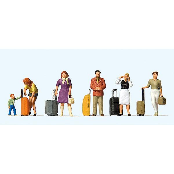 スーツケースを持って立っている旅行客 :プライザー 塗装済完成品 HO(1/87) 10641
