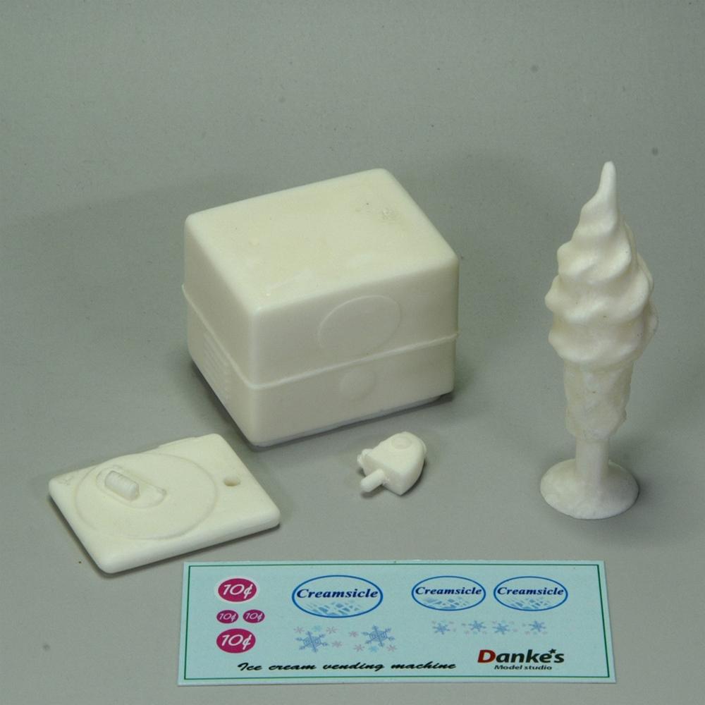 アイスクリーム販売機とサイン :ダンケズモデルスタジオ 未塗装キット 1/25 ST-004