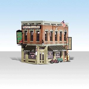 角の商業ビル【LED付き】 :ウッドランド 塗装済完成品 N(1/160) 4923
