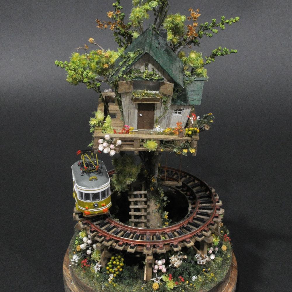 ツリーハウスライン#7 「辛子色の電車と緑のツリーハウス」 :石川宜明 塗装済完成品 1/150サイズ