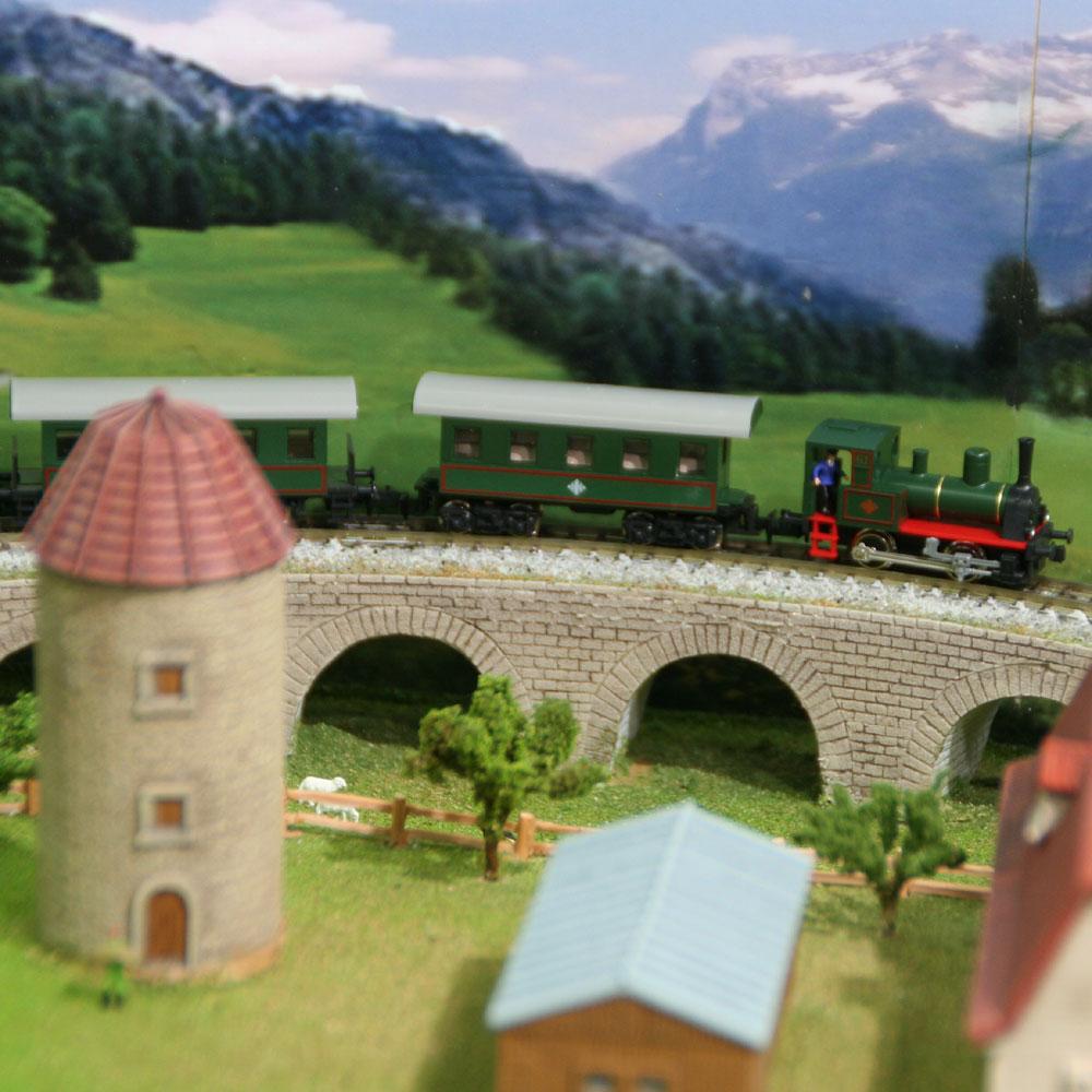 ジオラマテーブル 「楽しい高原列車」 :アトリエ・ゼロ 塗装済完成品 N(1/150)
