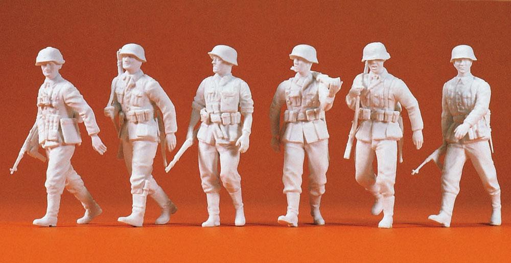 前進するドイツ兵 6人(1939〜45年) :プライザー 未塗装キット 1/35 64004