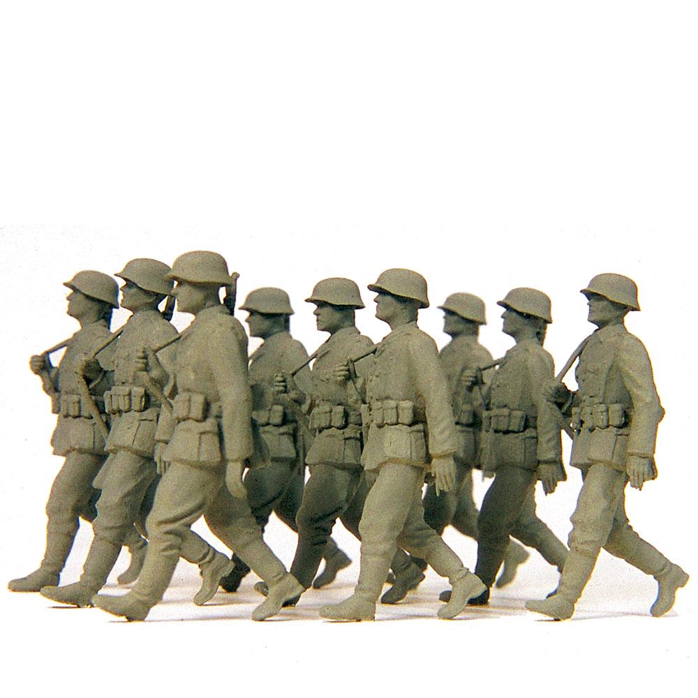 行進するドイツ擲弾兵 9人(1939〜45年) :プライザー 未塗装キット 1/35 64009