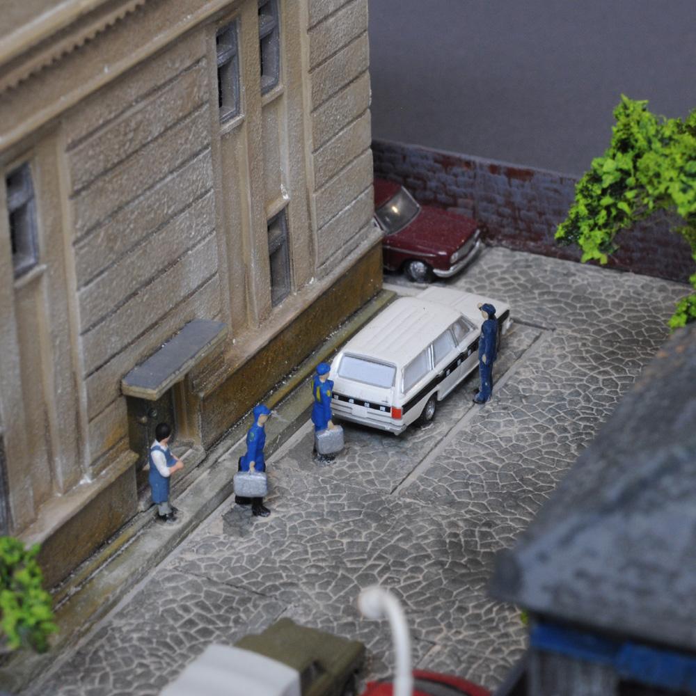 ユニット・ジオラマ 「銀行のある街区と旅館」 :岡田忠明 塗装済完成品 N(1/150)