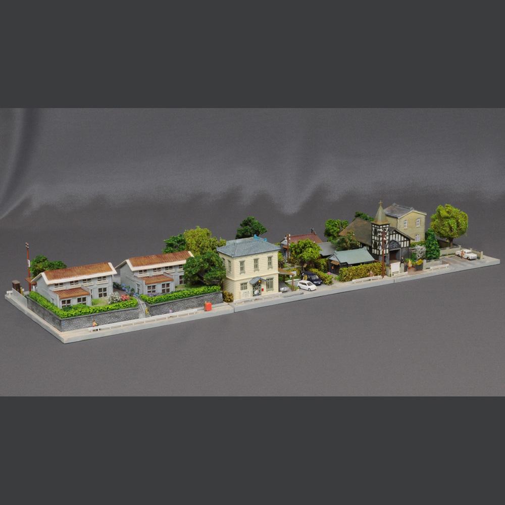 ユニット・ジオラマ 「教会のある街区と医院のある街区と集合住宅(タウンハウス)」 :岡田忠明 塗装済完成品 N(1/150)