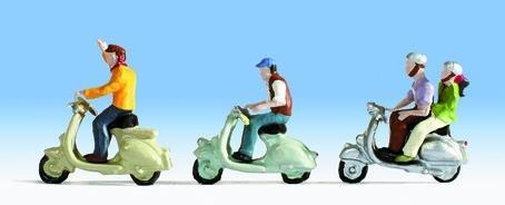 スクーターに乗る人々 :ノッホ 塗装済完成品 N(1/160) 36910
