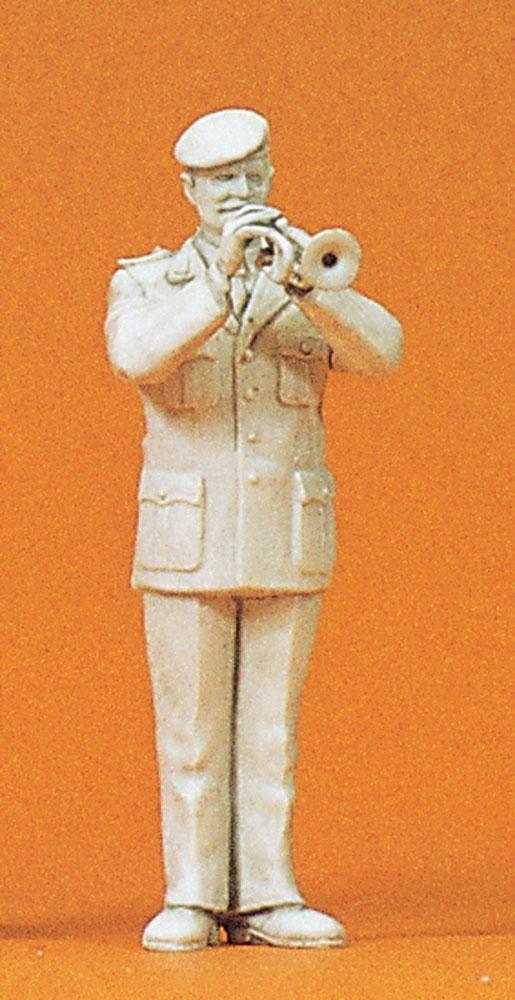 軍楽隊のトランペット奏者 :プライザー 未塗装キット 1/35 64358