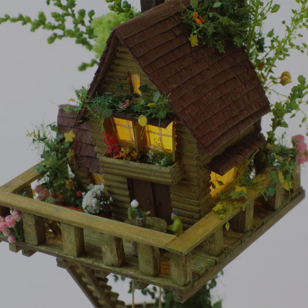ツリーハウスライン#9 「赤紫の電車とコゲ茶のツリーハウス」 :石川宜明 塗装済完成品 1/150サイズ