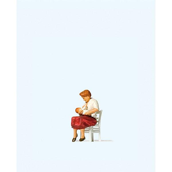赤ちゃんに授乳するお母さん :プライザー 塗装済完成品 HO(1/87) 28176