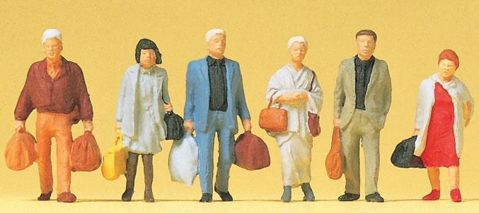 歩いている鉄道旅行者 :プライザー 塗装済完成品 HO(1/87) 14070