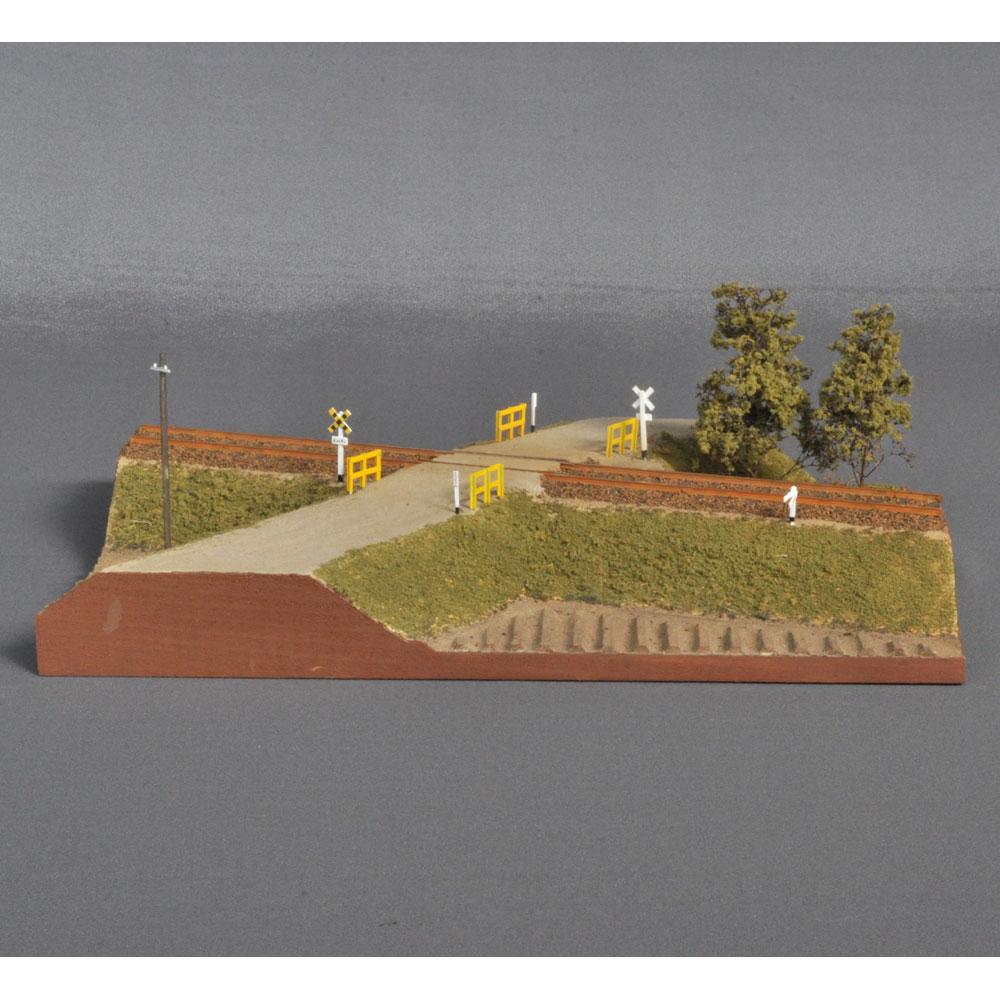 踏み切りのある風景  :宮下洋一 塗装済完成品 16.5mmゲージ HO(1/80)