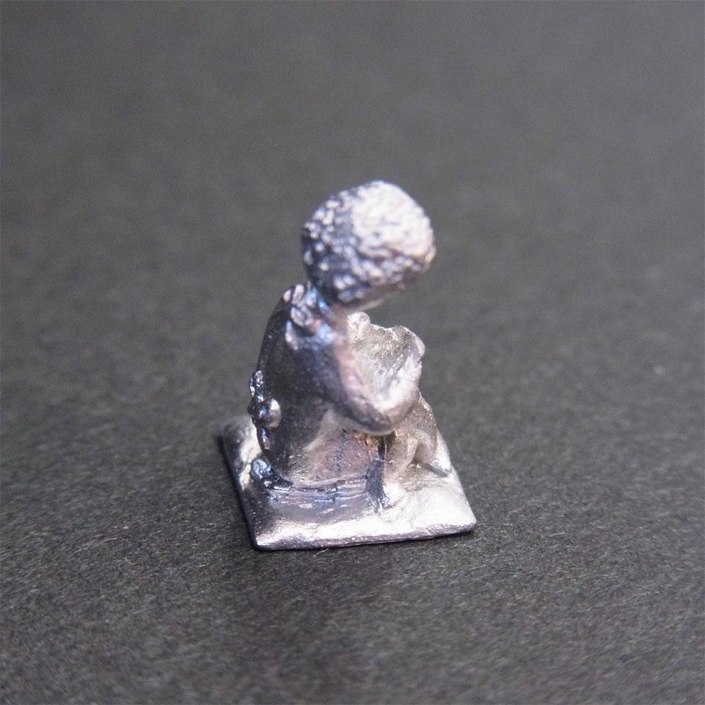 さかつう人形シリーズまなべコレクション 縫い物中(座布団つき) :さかつう 未塗装キット HO(1/87) 7023