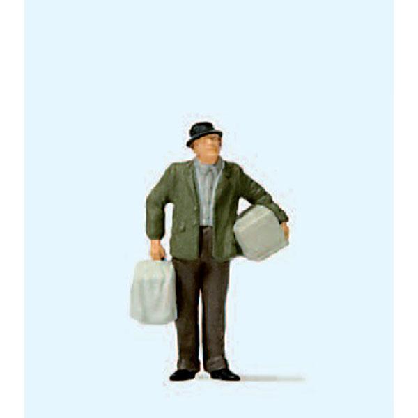 荷物を持つ男性 :プライザー 塗装済完成品 HO(1/87) 28160