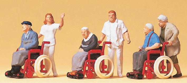 車いすの老人と介護者 :プライザー 塗装済完成品 HO(1/87) 10479