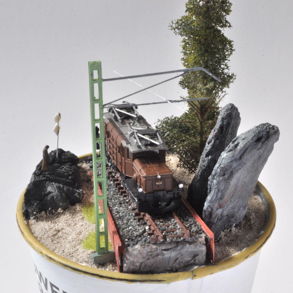 カップジオラマB :ライオン模型 藤平翔 塗装済完成品 1/150サイズ