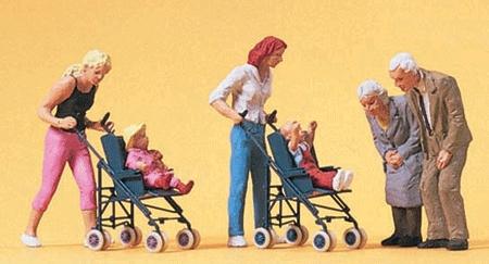 お母さんとベビーカーの赤ちゃんと老夫婦 :プライザー 塗装済完成品 HO(1/87) 10493