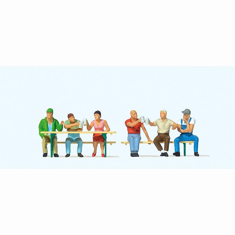 ビアガーデンのお客(4) (長椅子、長机付き) :プライザー 塗装済完成品 HO(1/87) 10703