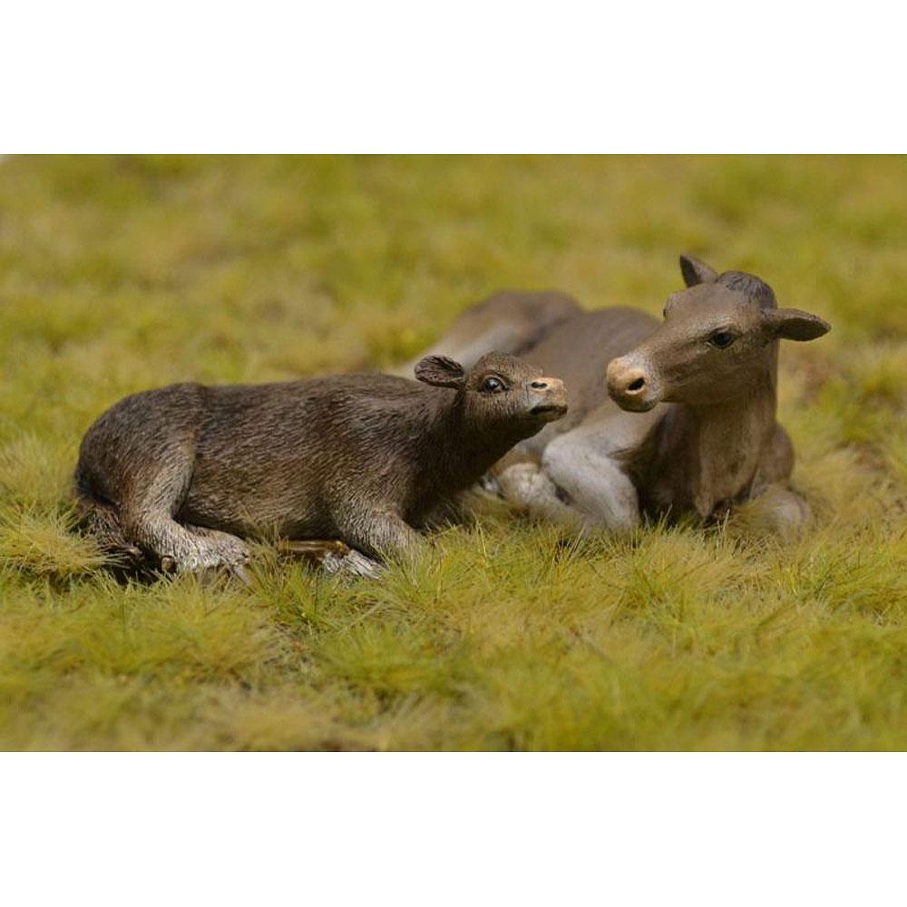 横たわる牛と子牛 :リアリティインスケール/フレデリクス 未塗装キット 1/35 RIS35219