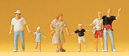 通行人、子供連れとカップル :プライザー 塗装済完成品 N(1/160) 79094
