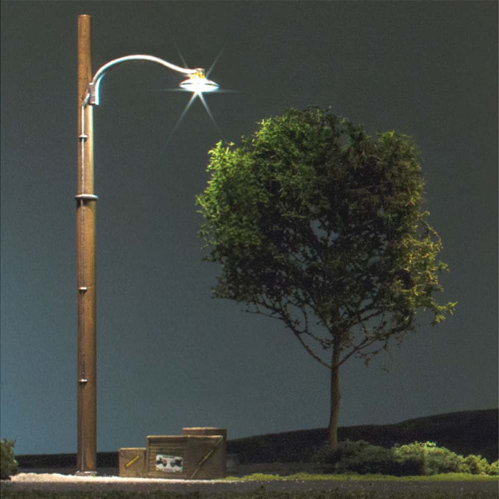 LED付き街路灯 木製支柱タイプ HOサイズ 3本セット JP5630 :ウッドランド 塗装済み完成品 HO(1/87) Just Plug対応