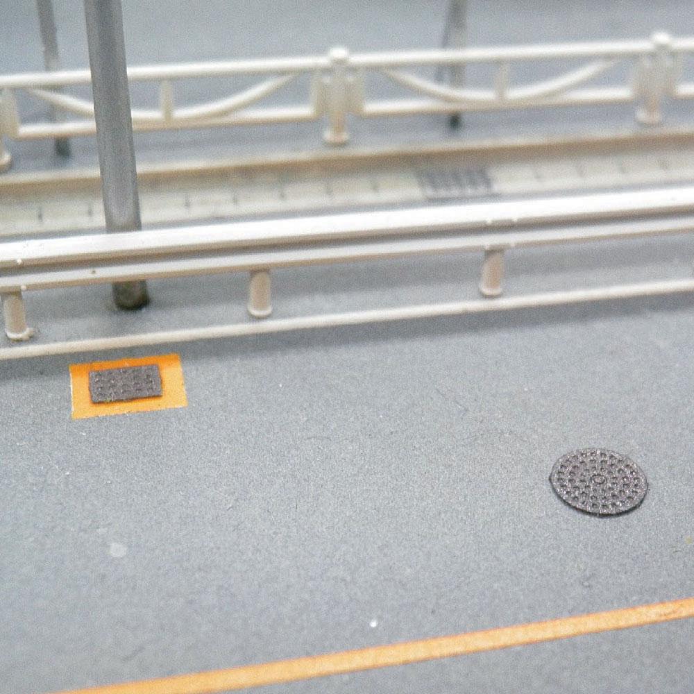 【模型】マンホールと側溝のフタ ※こばる同等品 :さかつう 未塗装キット N(1/150) 3813