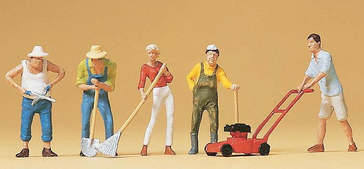 庭を手入れする人達 :プライザー 塗装済完成品 HO(1/87) 10463