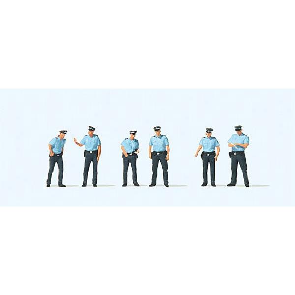 夏服のドイツ警察官 :プライザー 塗装済完成品 HO(1/87) 10743