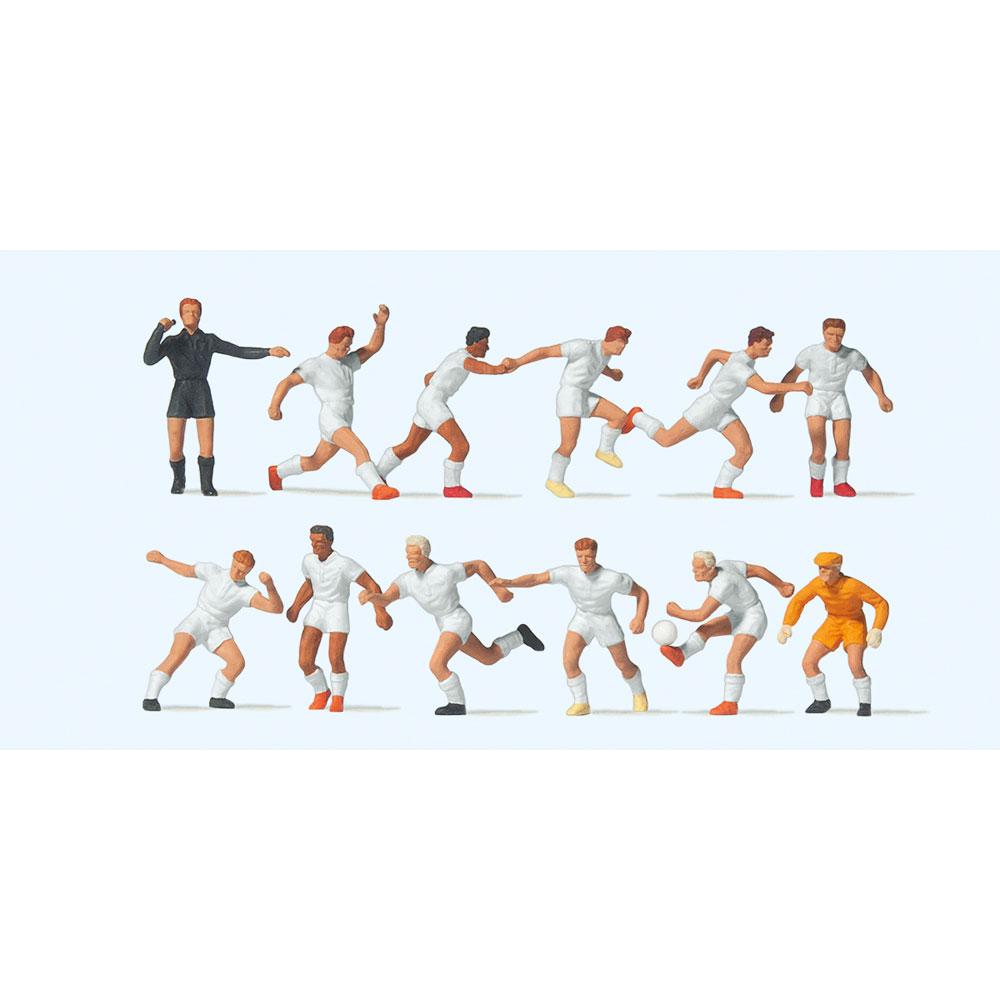 サッカーチームと審判(白シャツ、白パンツ) :プライザー 塗装済完成品 HO(1/87) 10762