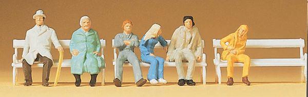 ベンチに腰掛けた人々 :プライザー 塗装済完成品 HO(1/87) 14004
