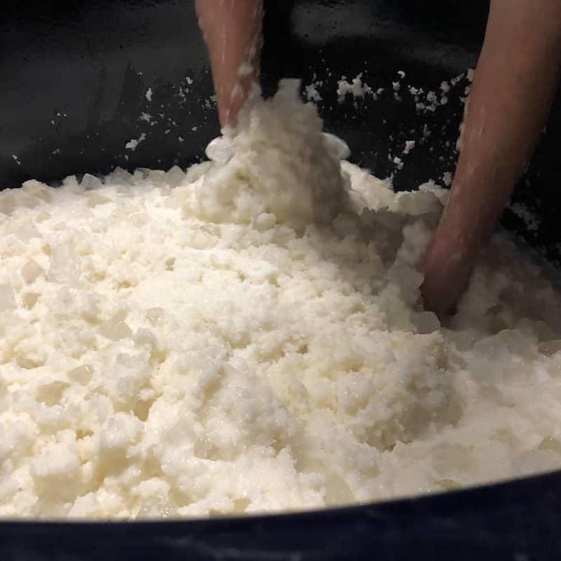 米鶴 辛口特別純米 超しぼりたて生 [1.8L]