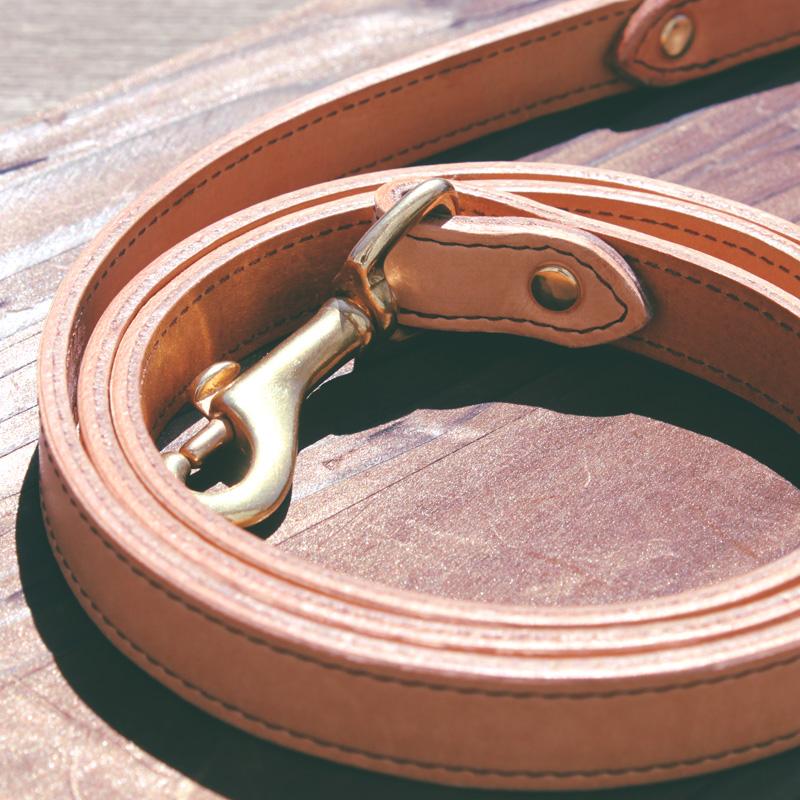 「立体彫刻おなまえプレート輝きつづける本革首輪」 100%ピュアニーフットオイル仕上げ サクラ犬具製作所[#ST4001PL]