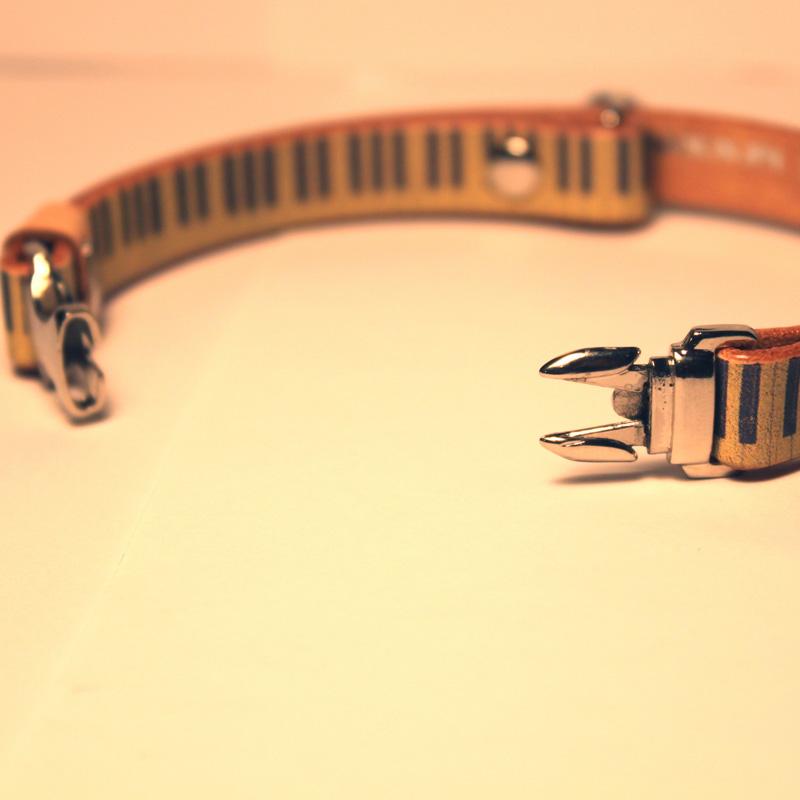 猫用Framer アンティークな風合い 本革首輪 ピアノ鍵盤模様 メタル危険防止金具 (首周り18-28cm) ##CT23430