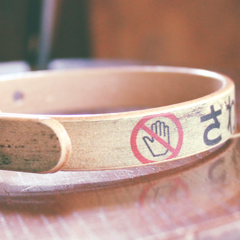 Framer アートなグラフィック本革首輪 真鍮無垢金具 『さわるな!危険』 サイズSSS〜LL ベルト幅16mm/12mm/24mm #23110