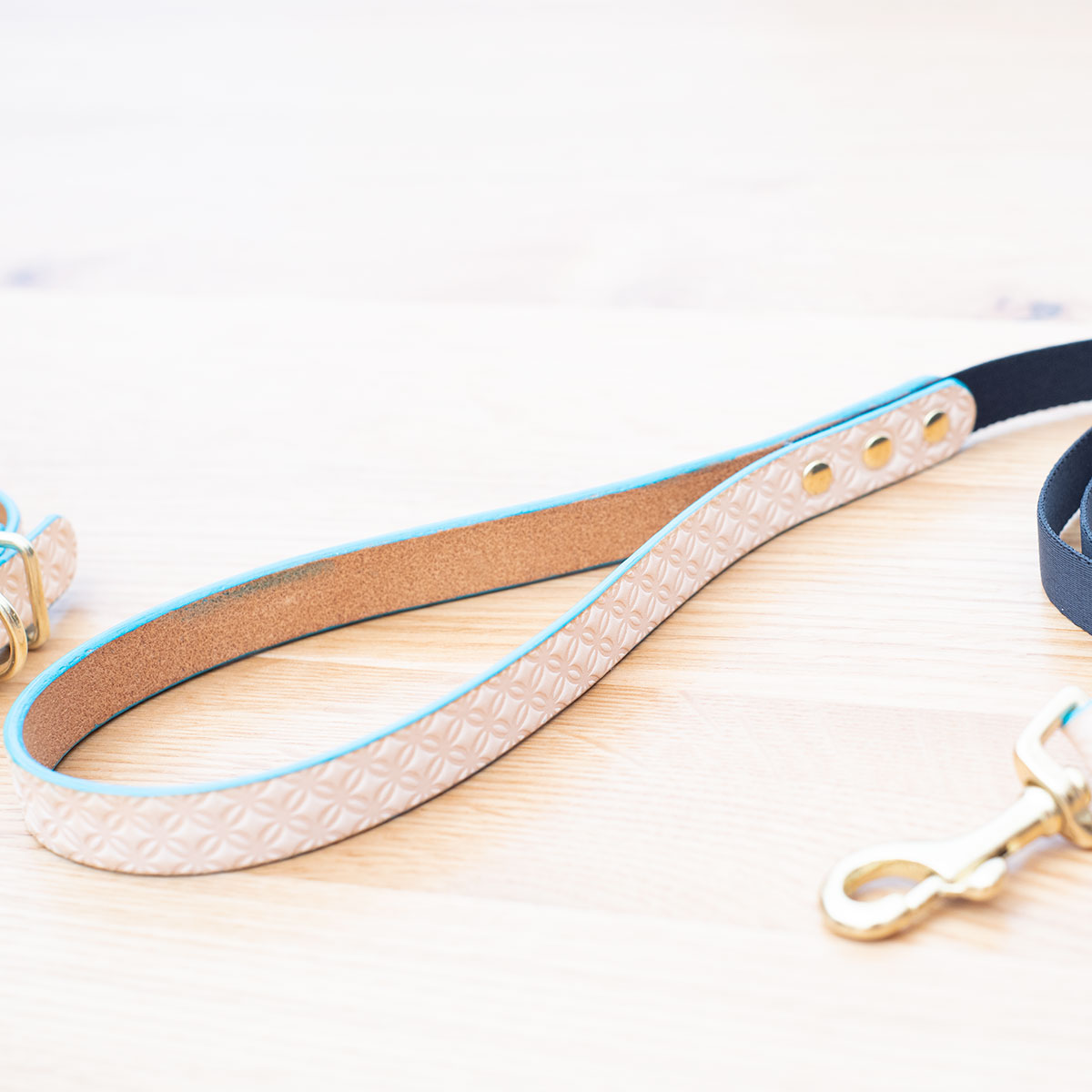 [#A8897]サクラ犬具製作所 本革 七宝文様 shippo 和柄型押し模様首輪  日本製