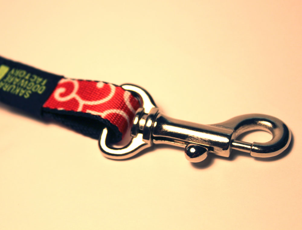 サクラ犬具製作所 滑らかソフト首輪 唐草模様(赤色)