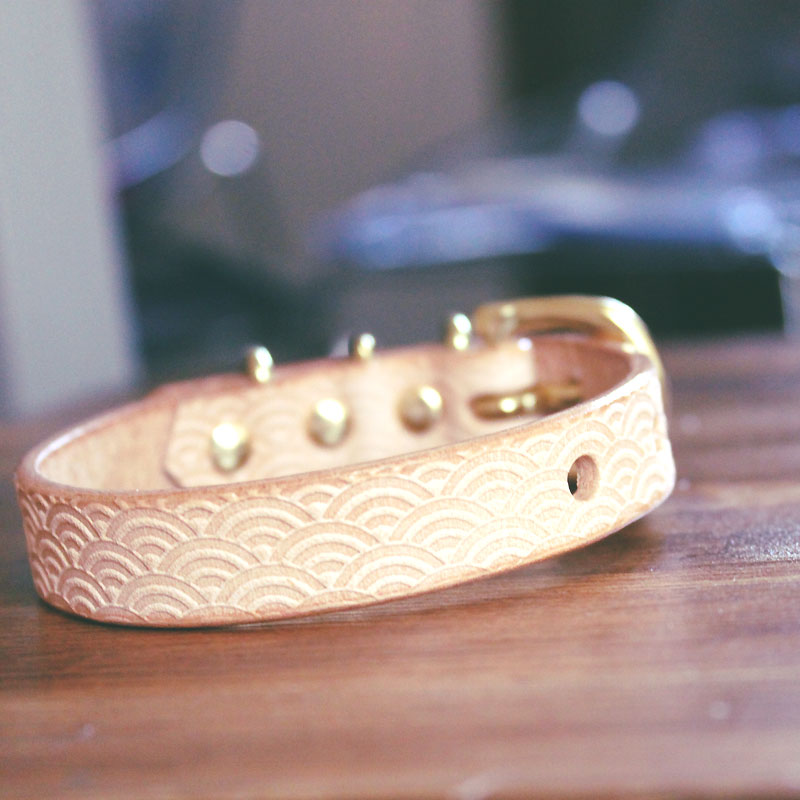 [#A8892]サクラ犬具製作所 本革 青海波型押し模様首輪  日本製