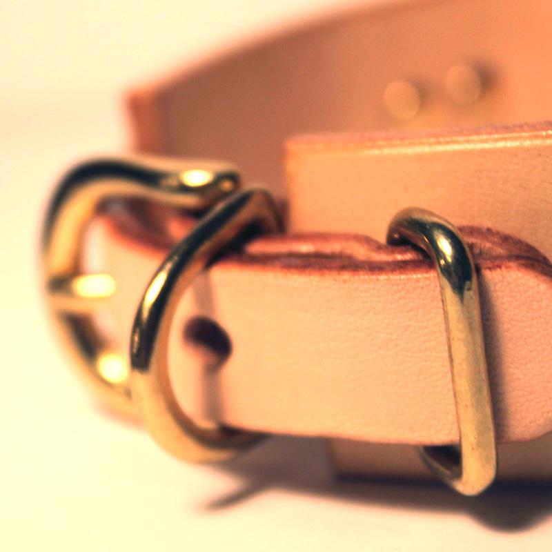 Framer WIDE グラフィック手仕上げ 本革首輪 真鍮無垢金具 サイズSS〜LL ベルト幅30mm/40mm 『なめるぞ危険』 #33038