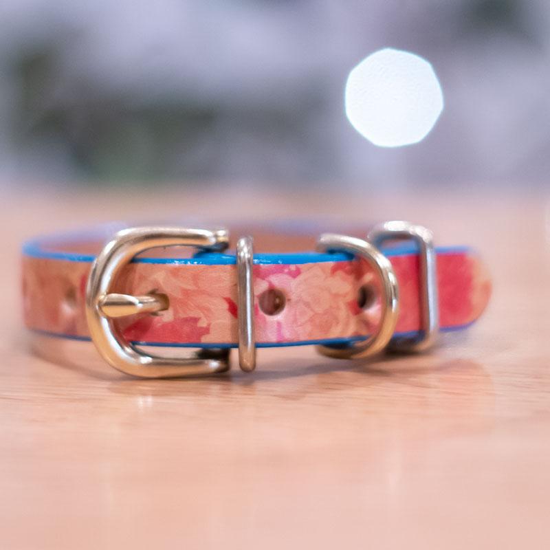 Framer エッジカラー(ブルーターコイズ) アートなグラフィック本革首輪 イエローフラワー 真鍮無垢金具 サイズSS〜L ベルト幅16mm #23477