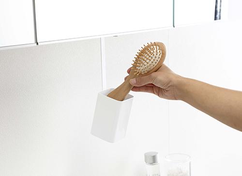 洗面戸棚下ブラシホルダー